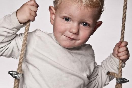 Kind auf der Schaukel