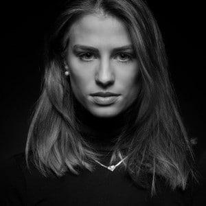 s/w-Portrait einer Frau im Studio