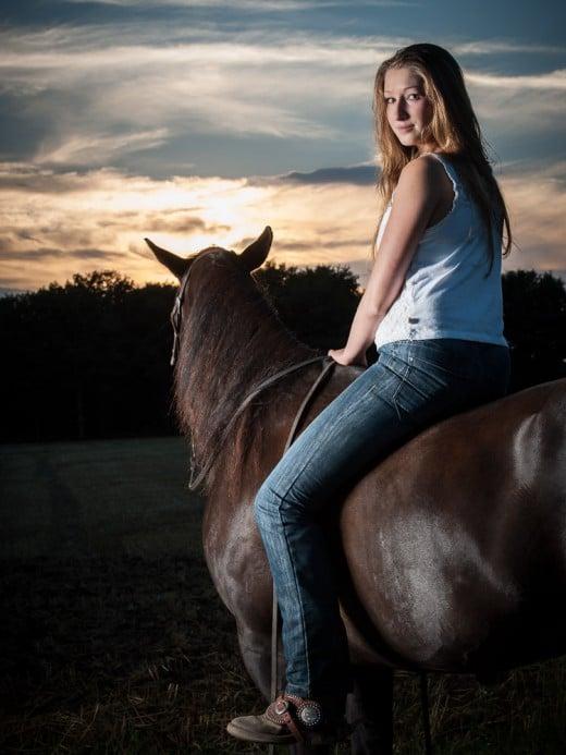 Portrait einer Reiterin mit Pferd