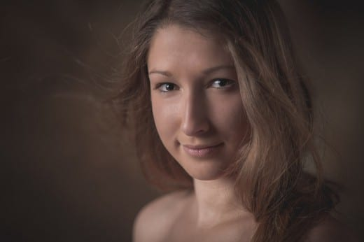 Portrait einer Frau im Fotostudio