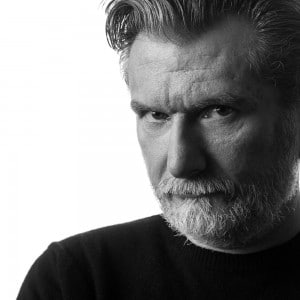 S/W Portrait eines Mannes im Fotostudio