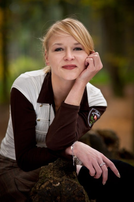 Portrait einer Frau im Wald