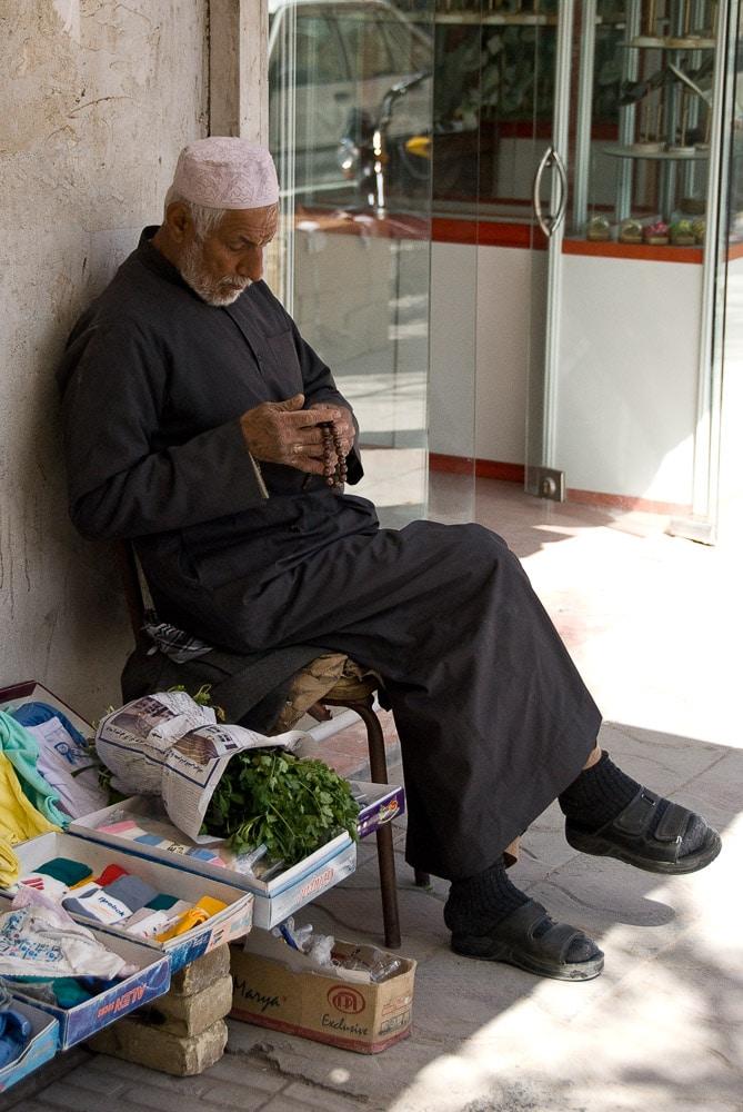 Mann auf Straße Iran