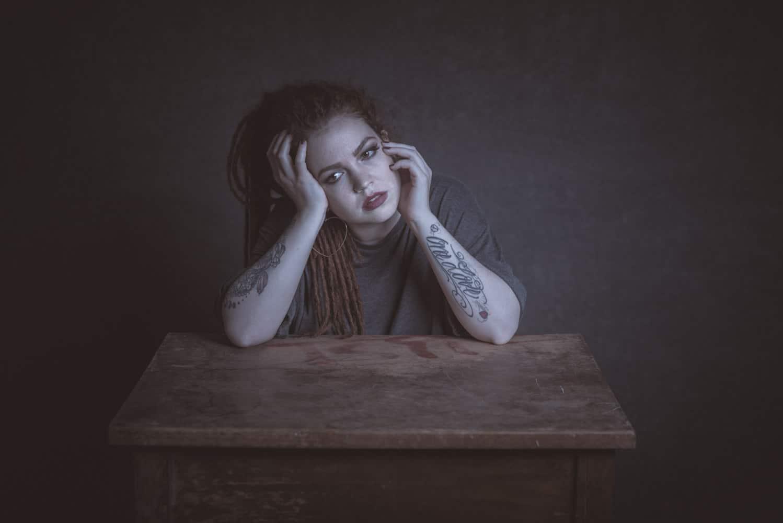Anna am Tisch III