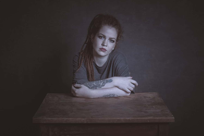 Anna am Tisch IV
