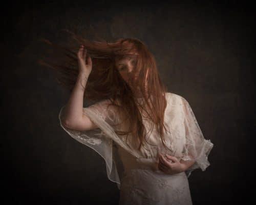 Wehendes rotes Haar