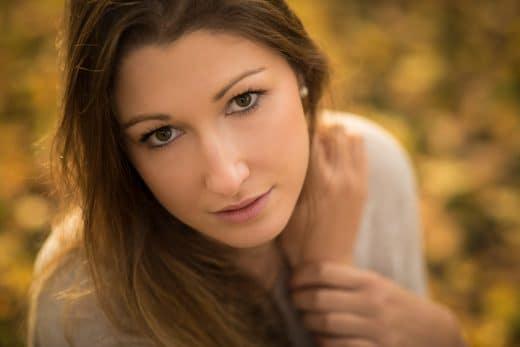 Herbstliches Portrait einer Frau