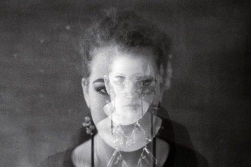 Analoge schwarz-weiss-Portrait-Fotografie im Fotostudio