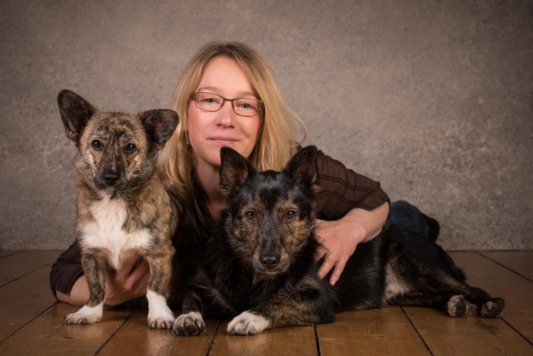 Portrait mit Hunden im Fotostudio