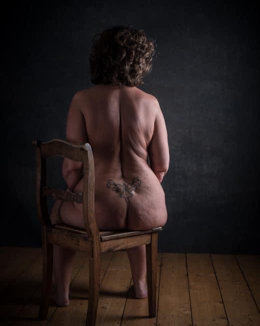 Aktfotografie mit einer molligen reifen Frau
