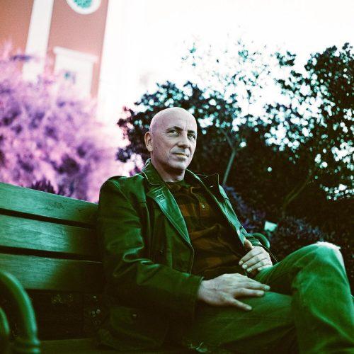 Portrait eines Mannes mit analogem Mittelformat