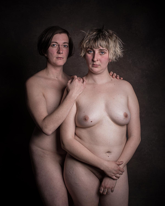 Nackte Schwestern
